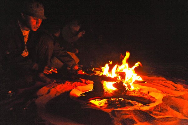 <p>Lagerfeuer am Abend</p>